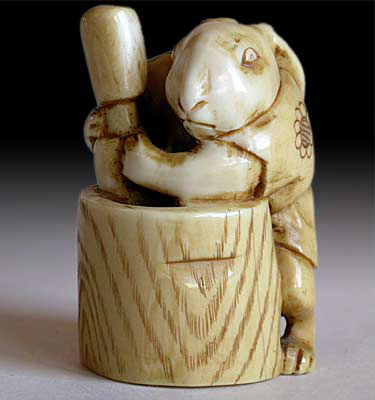 'Moon Rabbit' netsuke by Eiichi