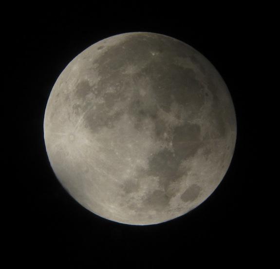 Penumbral lunar eclipse - 2012 (David Matthews)