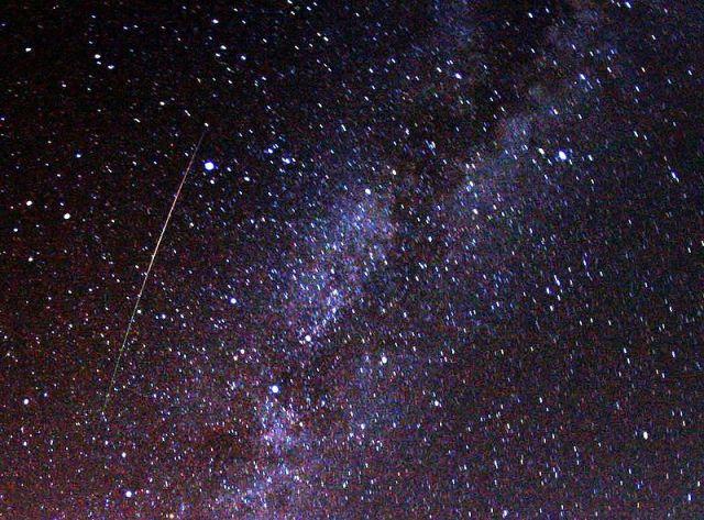 Perseid meteor and Milky Way (credit: Brocken Inaglory)