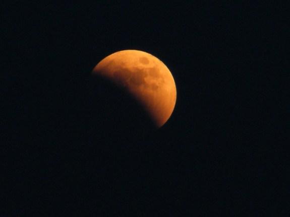 Lunar eclipse over Italy [6~15~11] (David Paleino)